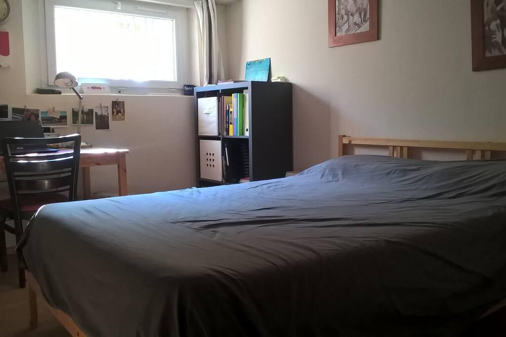 chambre maison des ann es 30 proche gare sncf guest houses louer saint cyr sur mer. Black Bedroom Furniture Sets. Home Design Ideas