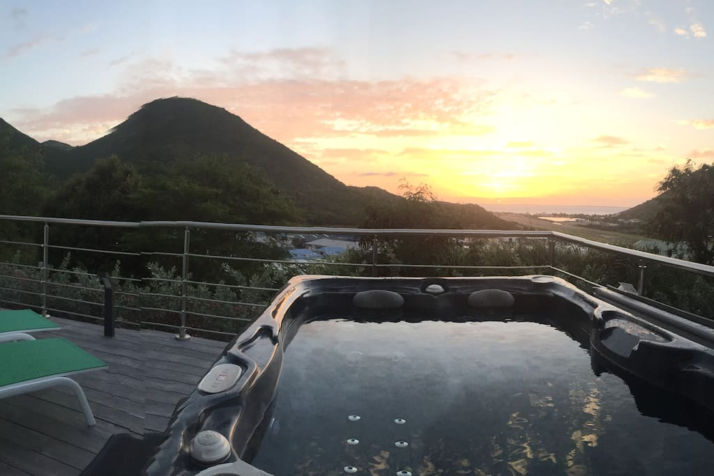 Jacuzzi et Sunset @ The Rock