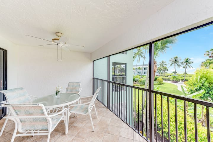 Gulf front condo w/ a shared pool, & tennis courts plus easy beach access!