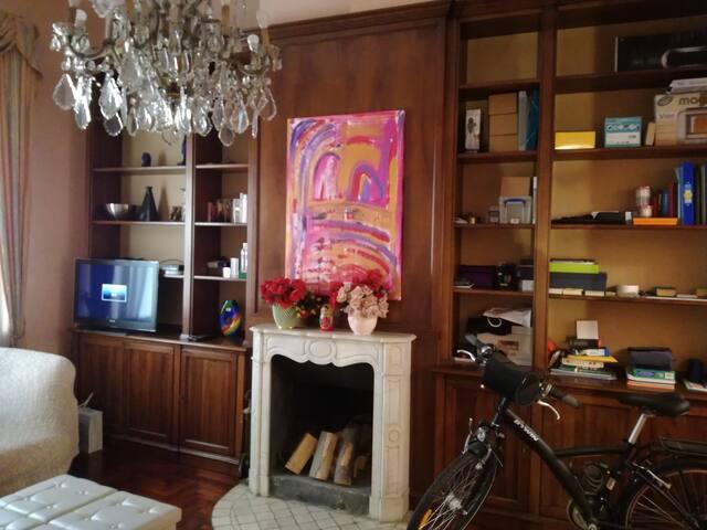 Spazioso appartamento d'epoca in centro a Monza