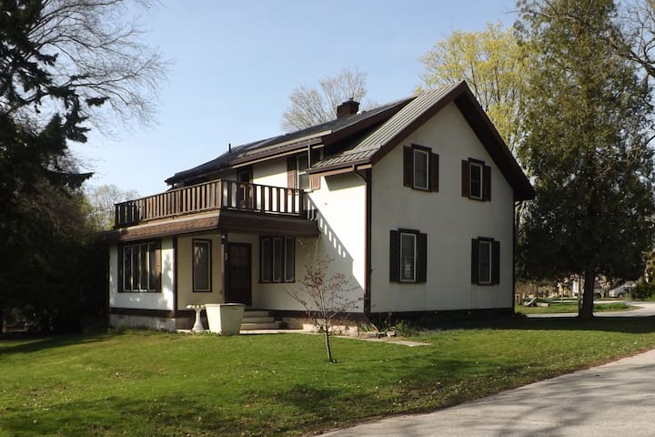 A private retreat in the centre of Bayfield! - Bluewater - Ház