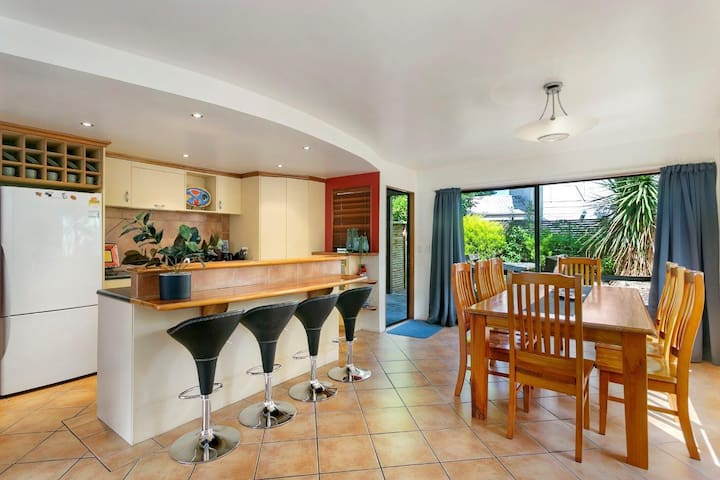 **Fits all the family & 5 min walk to town centre