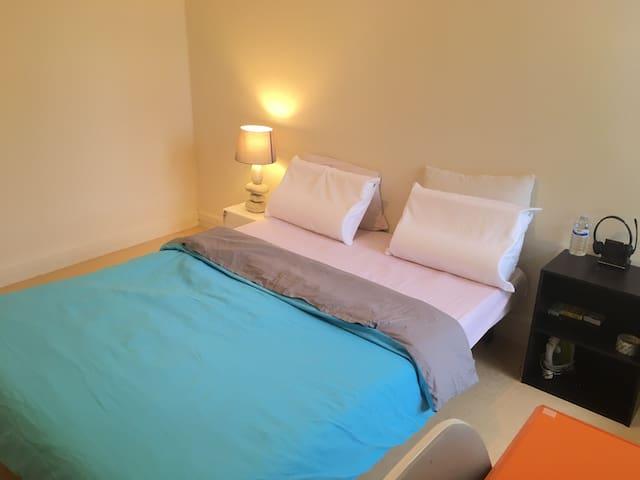 Chambre attractive et calme pour séjour à Orléans
