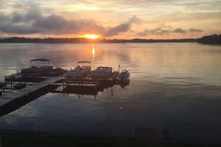 Luxury lakefront retreat