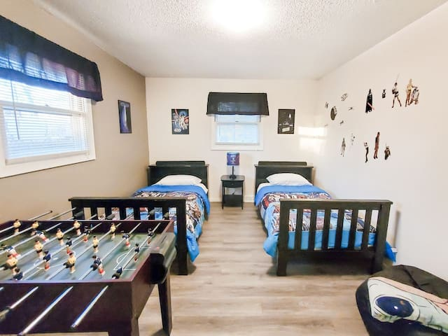 The kids will love this Star Wars themed bedroom, including a game table!
