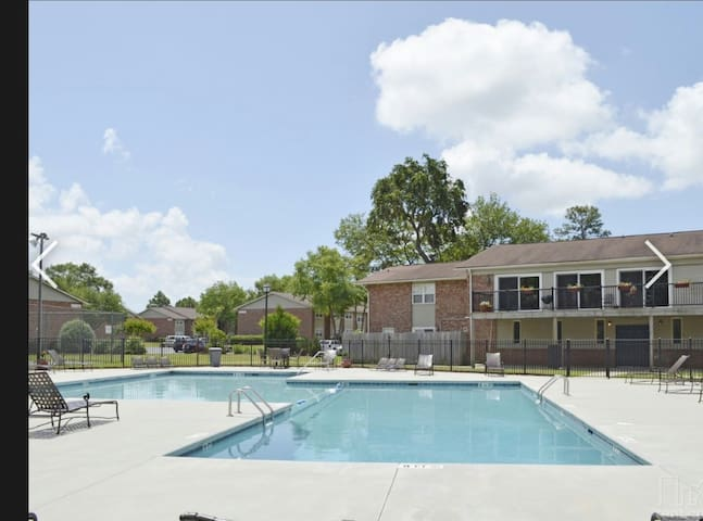 Luxurious 1BD Getaway Charelston - Hanahan - Appartement