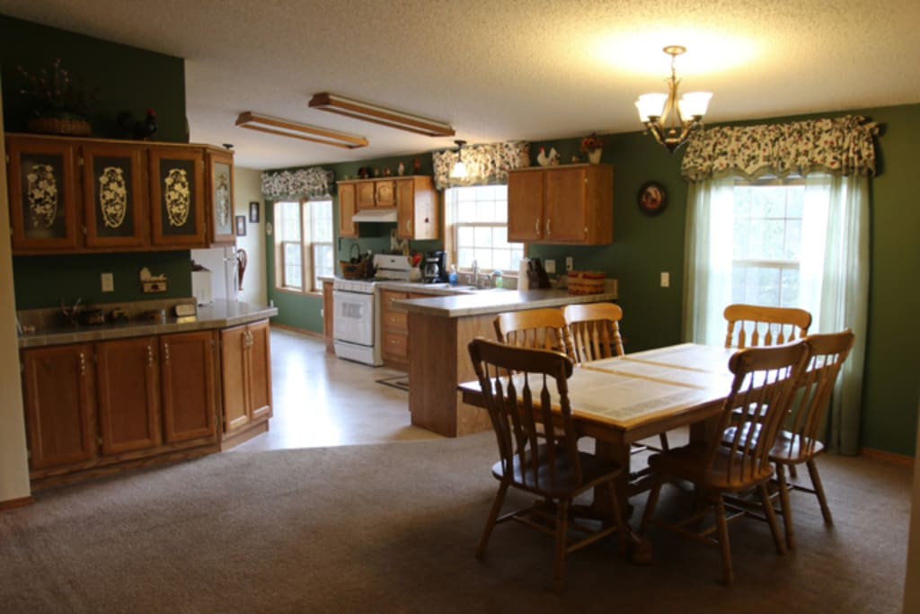 Ponderosa Dining Room and Kitchen