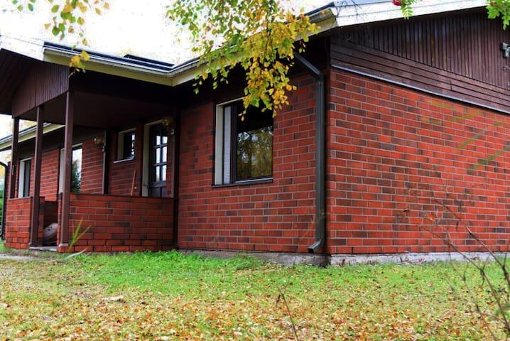 Omakotitalo /Town house Oulu, Varjakka. Koko talo!