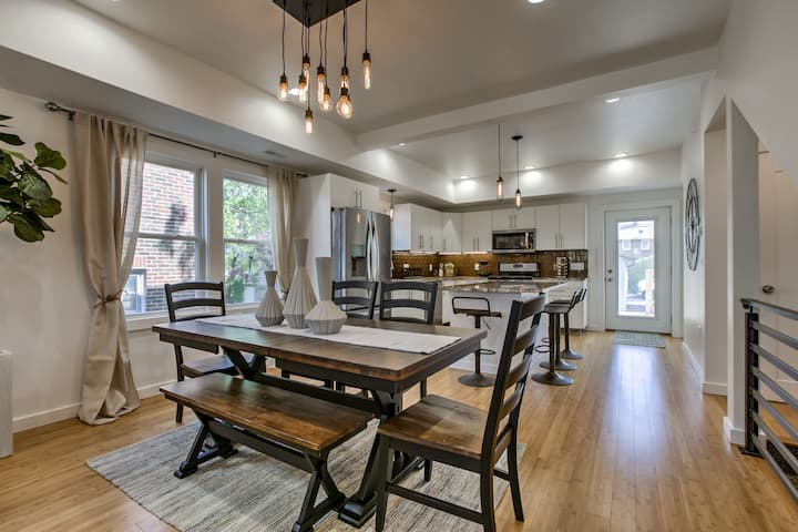 Super Everything Modern Chic Townhome A+ Location