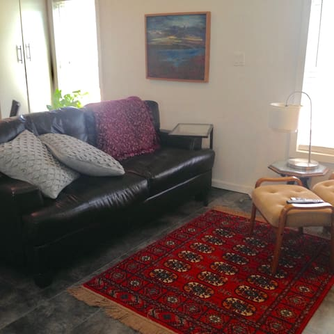 Modern Clean Self Contained Suite - Regina - House