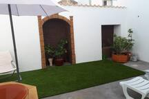 Center Guia 2 houses with yard
