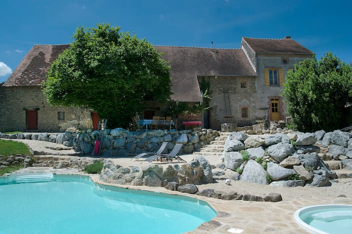 Private house with astonishing swimmingpool&views - Dompierre-les-Églises