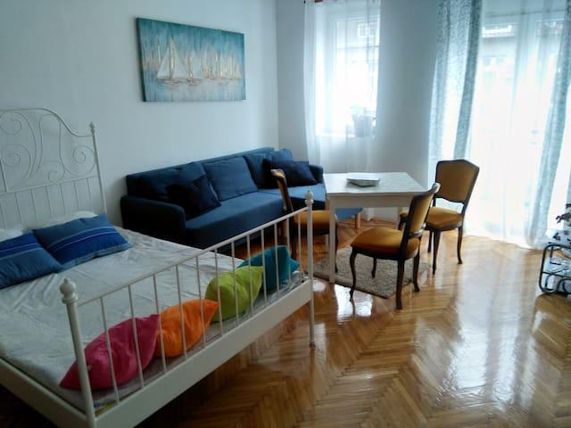 Student's square apartment