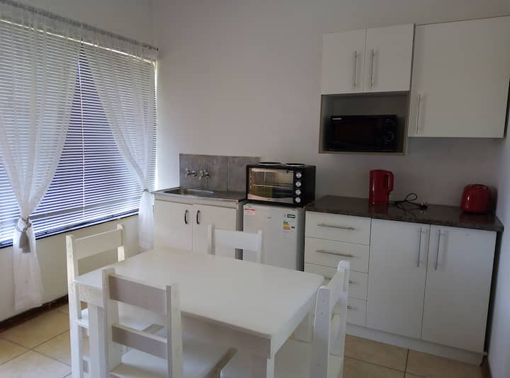 Spacious 1bed + braai 13km to Paternoster beach