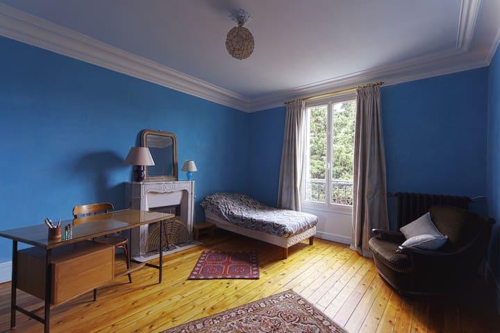 Belle Chambre avec bureau pour 1 personne