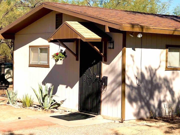 Quiet NE Tucson Ranch Casita  w/Covered Parking
