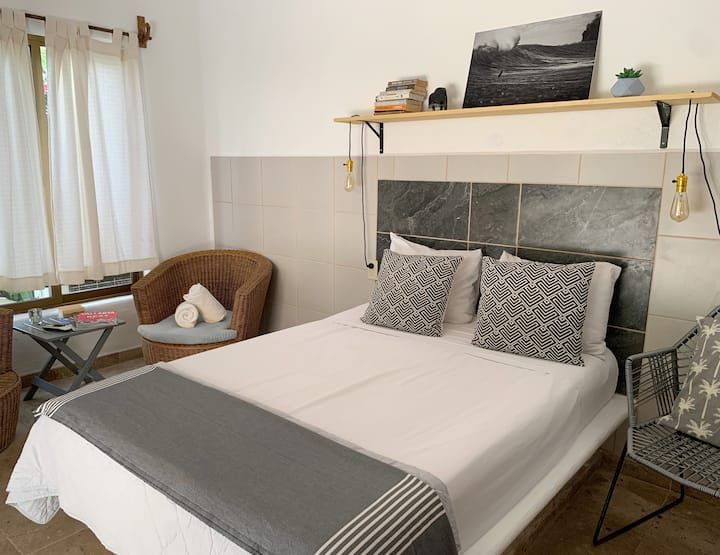 Prívate double room, close to the beach.