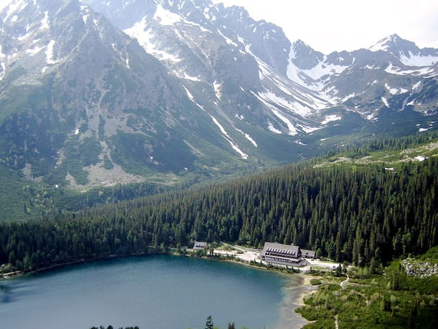 Popradské Pleso lake and cottage is easily accessible from Štrbské Pleso.