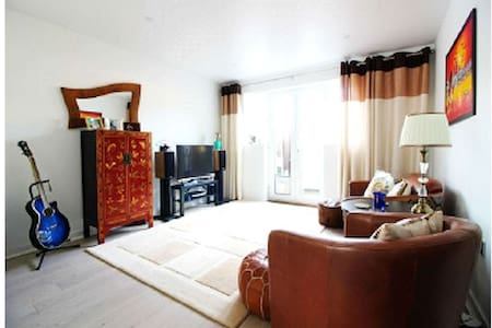 Exquisite flat, big room, and superb location - Waltham Cross - 公寓