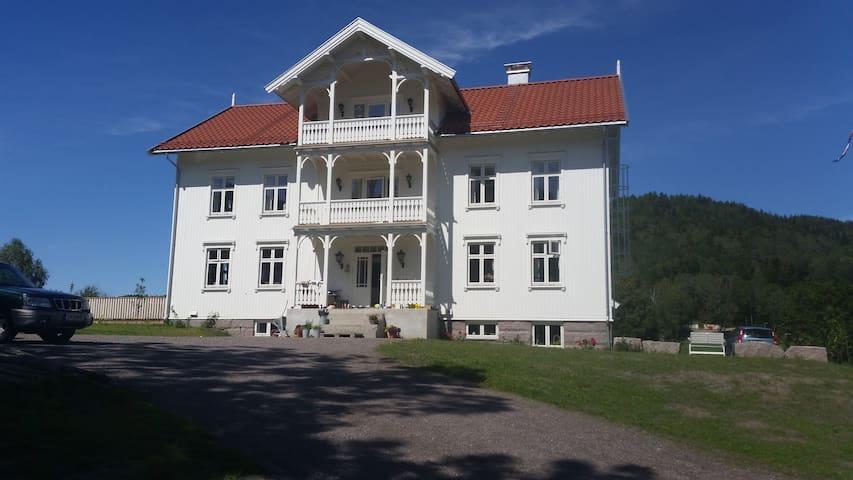 Welcome to Bakke gård - Charming farm stay! - Holmestrand - Vindsvåning