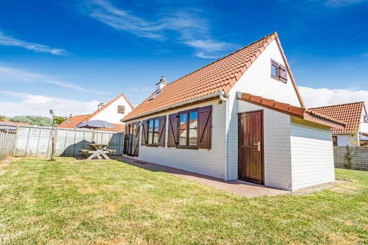 Serene Holiday Home in De Haan near Sea Beach