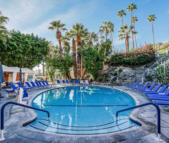 COACHELLA 2020! FRANK OCEAN, TRAVIS SCOTT at Palm Springs Tennis Club