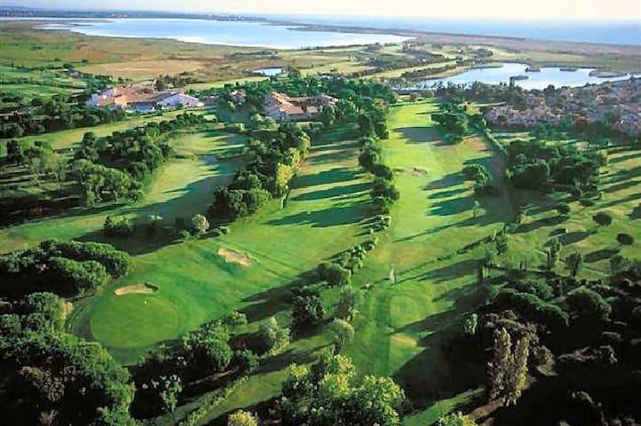 Golf de Saint Cyprien.  Saint Cyprien golf course.