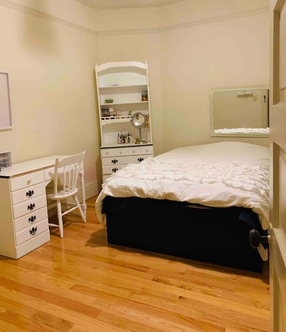 Private bedroom in Pacific Heights