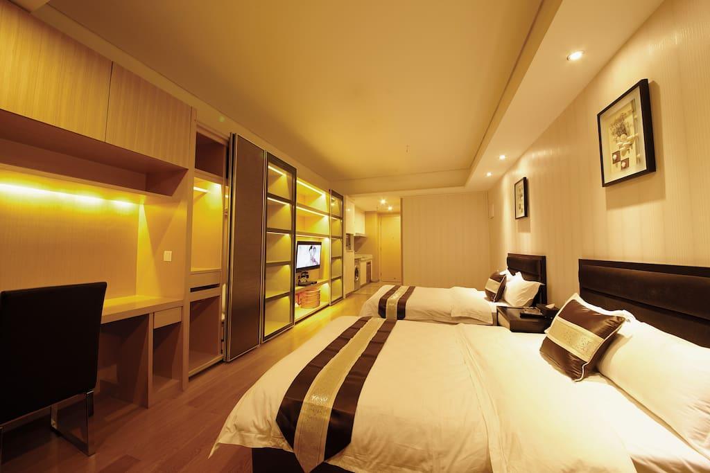 豪华精品双床房,1.8米*2米,干净温馨舒适,适合商务人士
