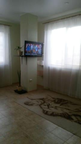 Новая квартира-студия в спальном районе - Gelendzhik - Huoneisto