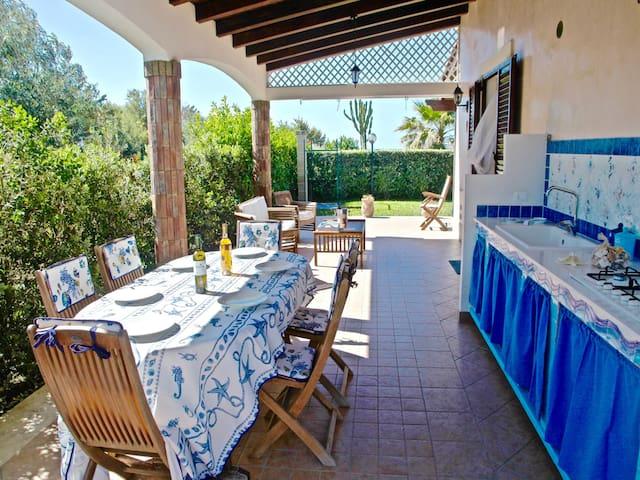Fully Furnished Terrace •  Terrazza Completa