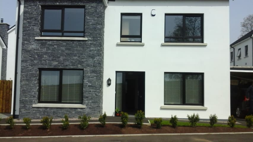 MAGHERA MODERN HOME 40 MINUTES FROM PORTRUSH.