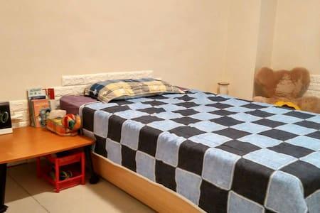 Calm rest space next to KHH Culture Center - Lingya District - Lakás