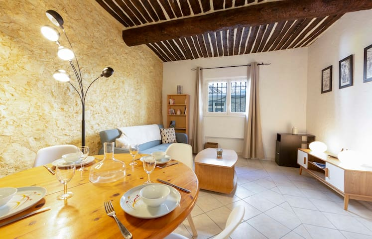 BNB RENTING atypical one bedroom apartment in the heart of Antibes