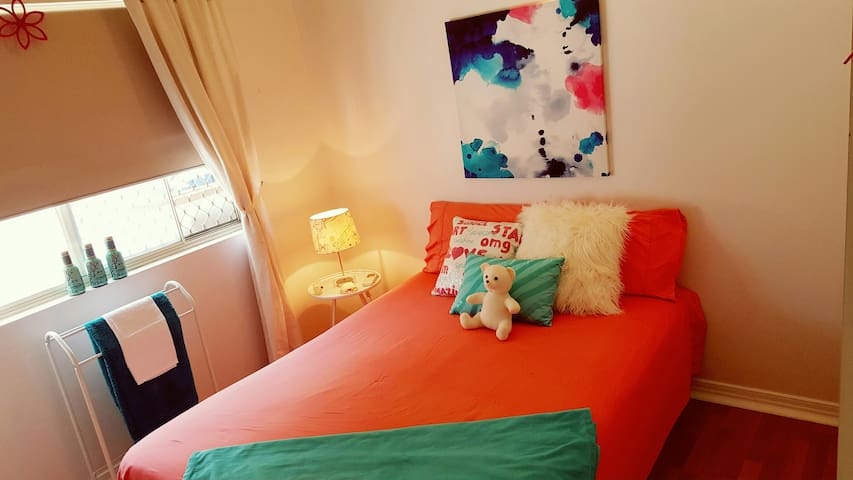Bright, Comfy Room in funky home - Close to all - Coconut Grove - Casa