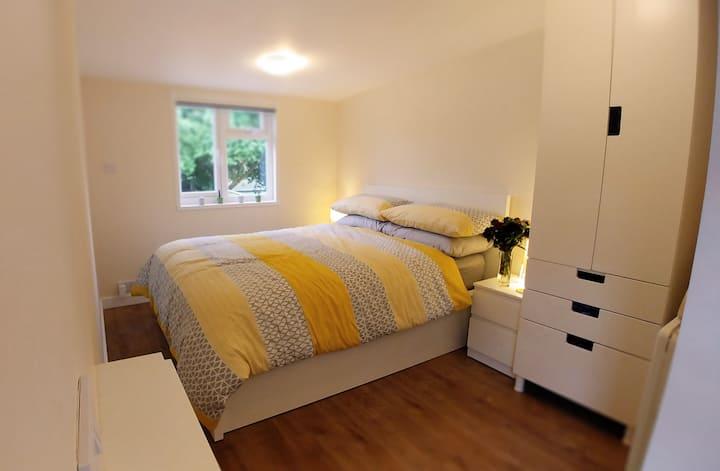 The Burrow, Cosy Private Garden Room