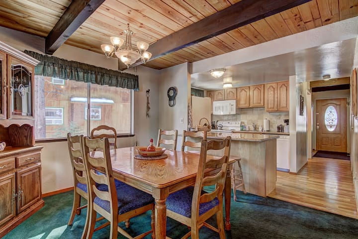 Open floor plan living area with dining room table that expands to seat up to 8 (extra chairs provided) plus two stools at the kitchen bar