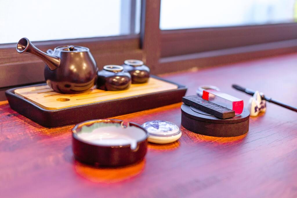房间配茶具、文房四宝