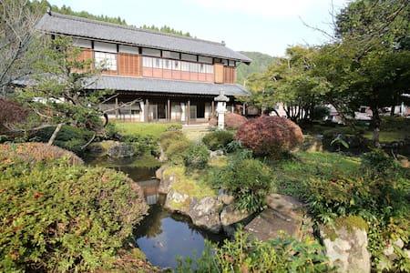 群山环绕的5卧日式传统别墅