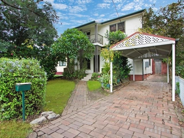 Resort style living in a quiet street - Ermington - Huis