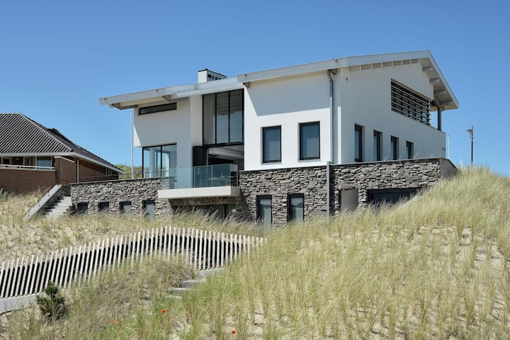 Family villa in unique dune location in Bergen aan Zee