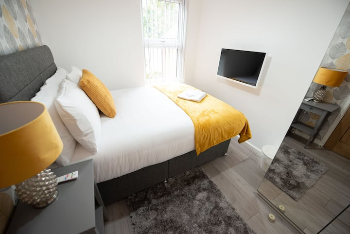 Deluxe Double Ensuite Bedroom with Shared Kitchen