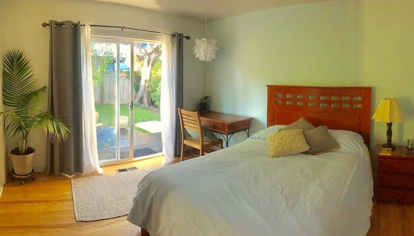 Lovely Garden Room Just Steps from Montara Beach