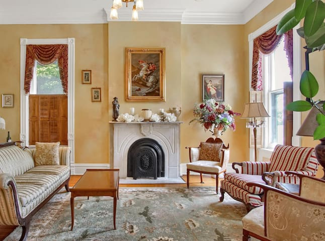 A 3-bedroom gem in a quiet location, near downtown