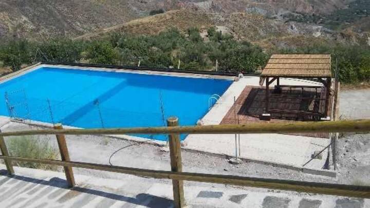 Casa rural con piscina, para 17 personas (alquiler íntegro)