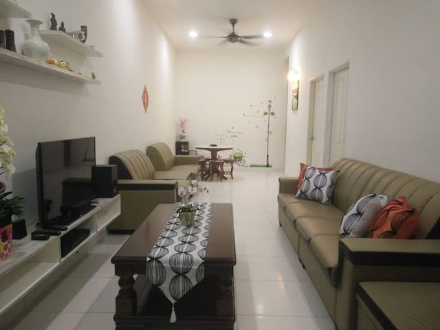 💞JF Vacation home(RM200)9 Guests🏡 Kuah,Langkawi.