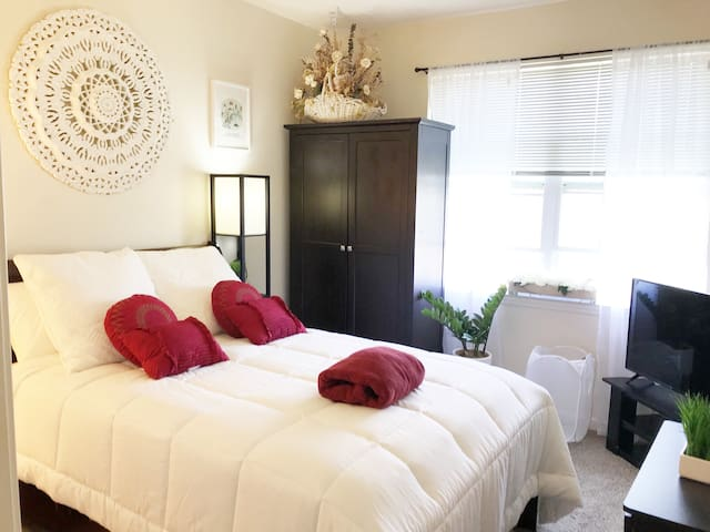 Gorgeous Room / With Private Bath/  Close to NYC