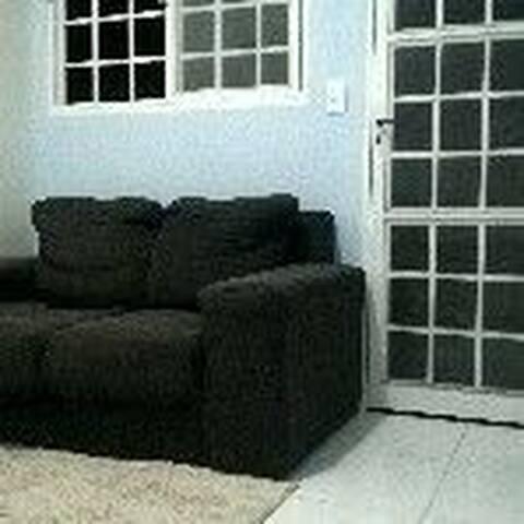 Quarto em casa simples e tranquila