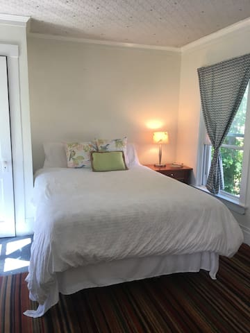 Charming Sunny Oasis 3miles from beaches