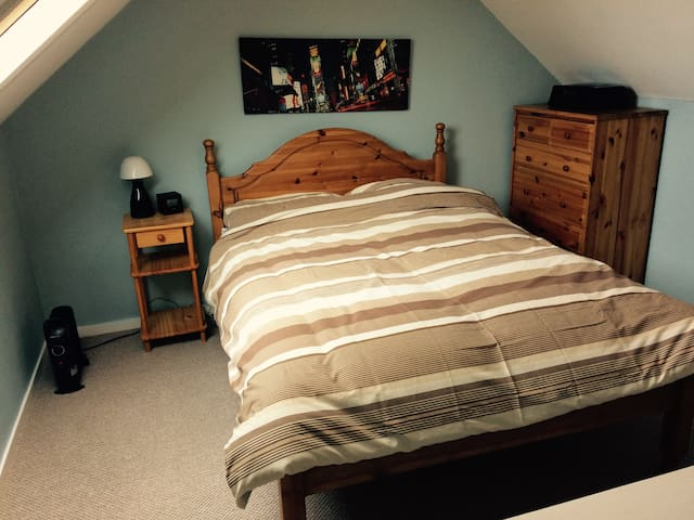 Lovely double room near city - Lichfield - Huis